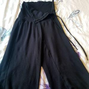 RARE Size 4 Lululemon Om Genie Crop Pants